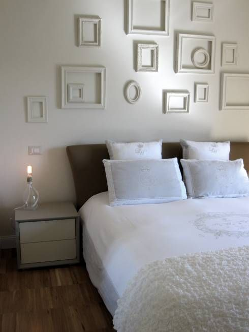 Günstige Schlafzimmerdeko. Die Betten und Kopfteile sind von Studio Radicediuno. Noch mehr kostengünstige Einrichtungstipps findet ihr im Artikel #einrichtungsideen #homify