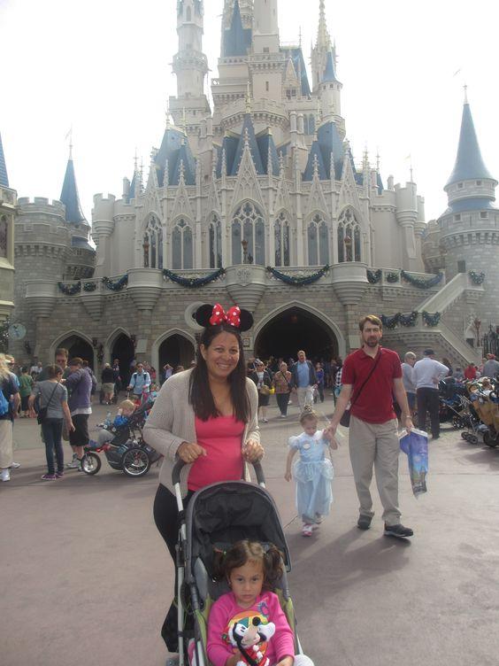 Las princesas en la Entrada de su Castillo jajajaja