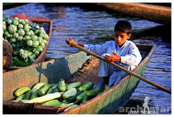 Dal Lake,Srinagar,Jammu and Kashmir,Floating market,Floating vegetable market,Floating vegetable market in Dal Lake,Dal Lake vegetable market