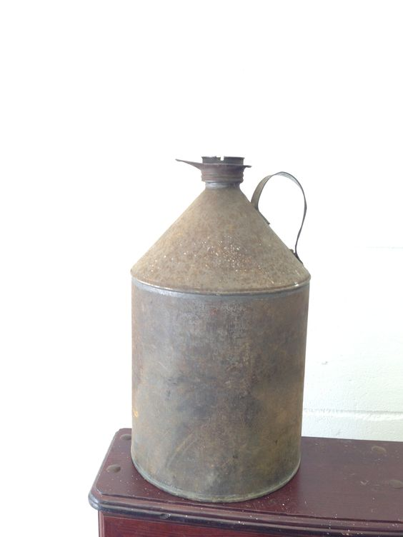 Our gorgeous find of the week! A vintage oil can