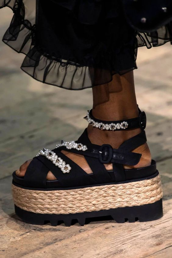 7 Spring/Summer 2020 Runway Shoe Trends You'll See Everywhere In Six Months