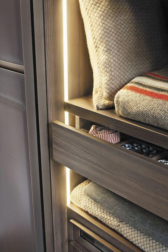Armoire de chambre contemporaine en bois laqu porte coulissante sur - Armoire chambre bois ...