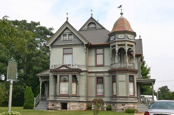 Victorian style homes in Portland Oregon