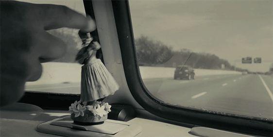 A menina dança