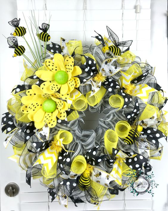 Deco mesh spring bee wreath summer wreath honey bees for Bumble bee mural