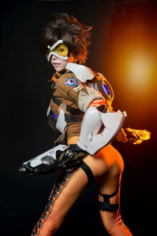 Cosplayer: HedY Cosplayer. Country: Taiwan. Cosplay: Tracer from Overwatch. Photo by: Inside'cosplay. https://m.facebook.com/misshedy/
