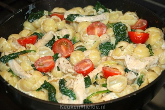 Pasta met boursin, spinazie en kip