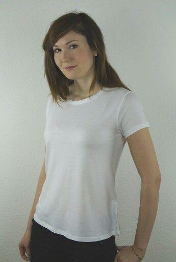 Das Frauen T-Shirt aus Lyocell ist sehr besonders, denn es besteht zu 50% aus Biobaumwolle und zu 50% aus Lyocell - fließenden Fall, weicher, geschmeidiger Griff. Extrem angenehm auf der Haut. http://supasu.de/produkt/frauen-t-shirt-aus-lyocell #organic #nachhaltigemode