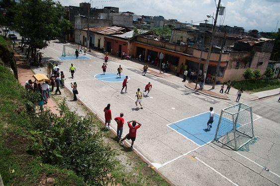 Street soccer field guatemala city una cancha muchas for Buro water street