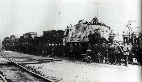 """Tank 507 """"Cyclops"""", on the way back in Charleroi, at the beginning of May 1918."""