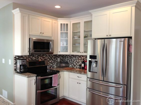 White shaker kitchen shaker kitchen and glass cabinets on for White kitchen cabinets with crown molding