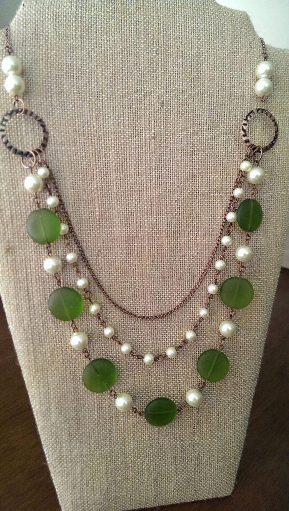 collier vert et perle multirangs fait main par truenorthbyellie collane pinterest. Black Bedroom Furniture Sets. Home Design Ideas