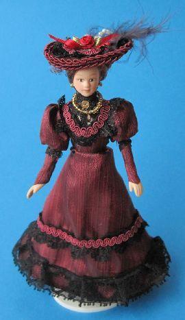 Dame Lady mit Hut im weinroten Kleid Puppe für die Puppenstube Miniatur 1:12   c269452 / EAN:3597832694523