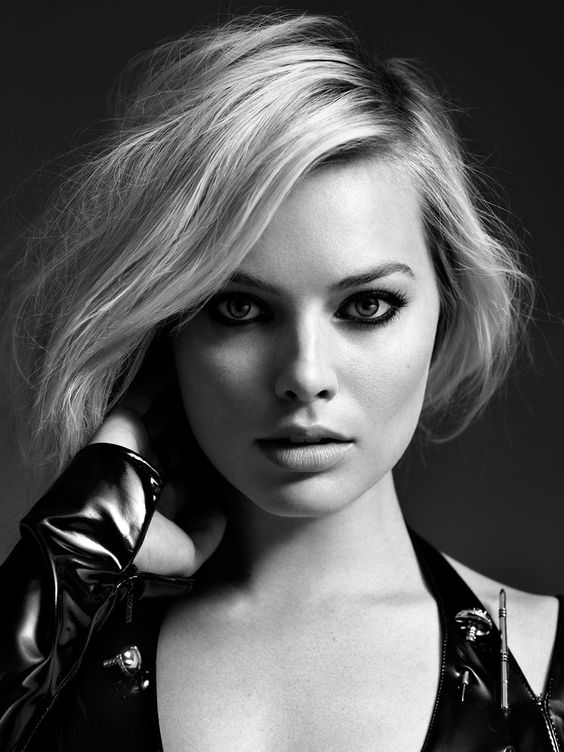 Margot Robbie / Actress / Black and White Photography