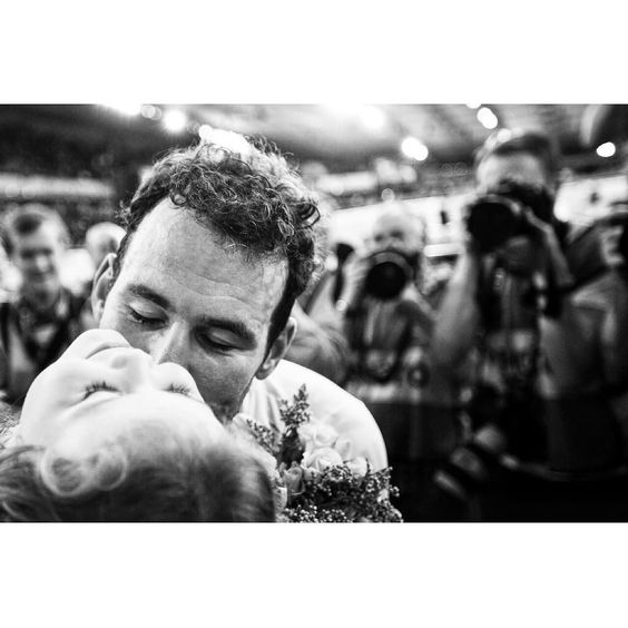 One of mine from yesterday of @markcavendish and his daughter after winning gold in the #maddison with @bradwiggins @trackworlds @cvndsh @uci_cycling @britishcycling @rouleurmagazine @simpson_mag @conquistacc @pelotonmagazine @sprintcycling @soigneurs #twc2016 #cyclingimages #cyclingphotos by cauldphoto