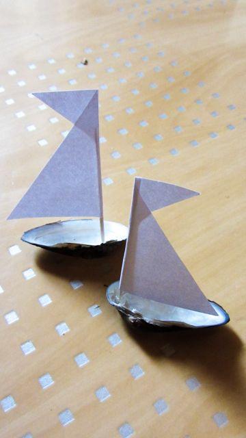 boote schiffe bauen basteln kleines muschel segel schiff children pinterest muscheln. Black Bedroom Furniture Sets. Home Design Ideas
