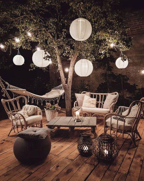Entertaining Under the Stars | Cozy Boho Outdoor Spaces | Boho Backyard | Boho Home Decor Inspiration | Wonder Forest