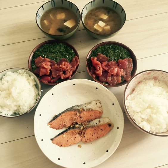 2/7 鮭とめかぶ鮪と海苔と豆腐のお味噌汁