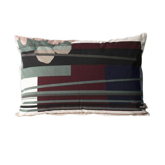 Coussin Colour Block L3 - Ferm Living - Avec sa collection Colour Block, Ferm Living instaure un véritable art textile : la marque de design scandinave multiplie les formes abstraites, géométriques et organiques à travers une palette de couleurs complémentaires et dynamiques qui ornent ces coussins sur les deux faces.