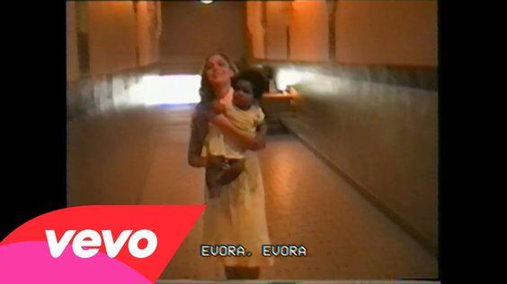 .Stromae, son clip ''Ave Cesaria'' : ''Une petite vidéo de famille...''