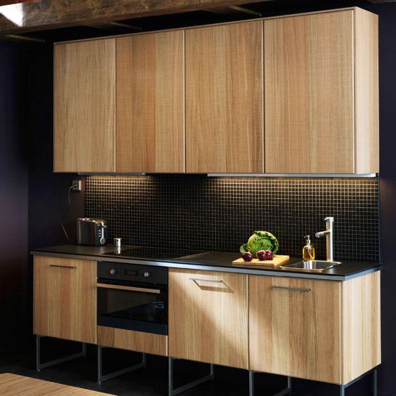Ikea moderna cocina de una sola hilera con frentes hyttan for Configurateur cuisine ikea