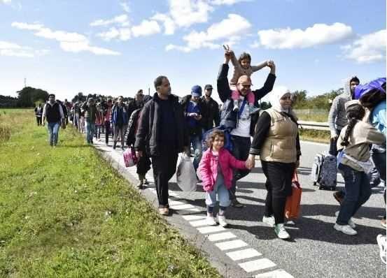 Cateva sute de refugiati ar putea ajunge, in curand, in sudul litoralului romanesc. Garda de Coasta a mobilizat deja autoritatile din Mangalia sa identifice locurile, unde ar putea fi amplasate corturile pentru primirea lor.