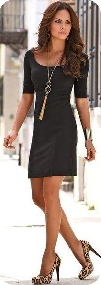 Маленькое черное платье идеально сочетается с золотистыми украшениями и…