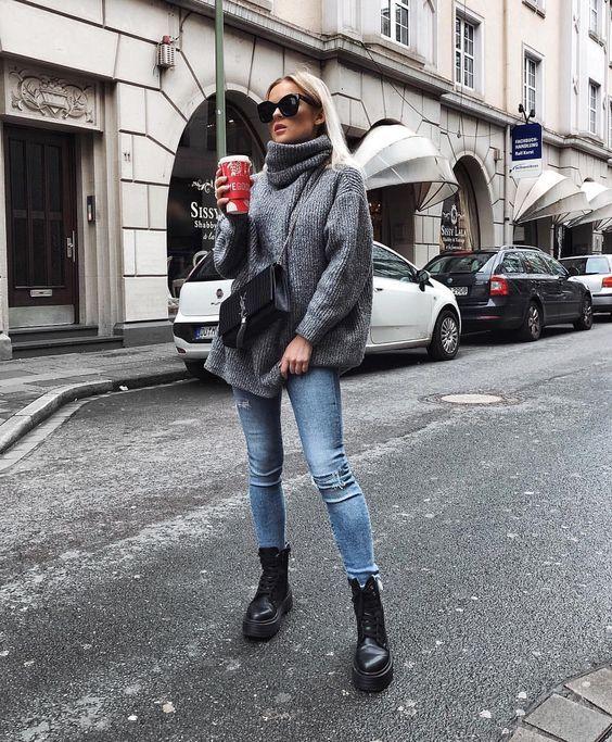 Look atemporal com coturno e calça jeans