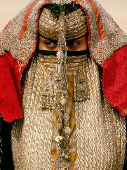 Rashaida Bride, Eritrea. Photo Carol Beckwith and Angela Fisher.