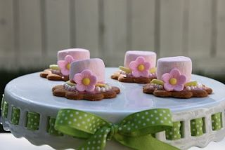 You cant have a derby party without fancy hats! These marshmallow and cookie hats would be a great way to end the evening!