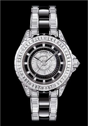 CHANEL Watch with diamonds of course