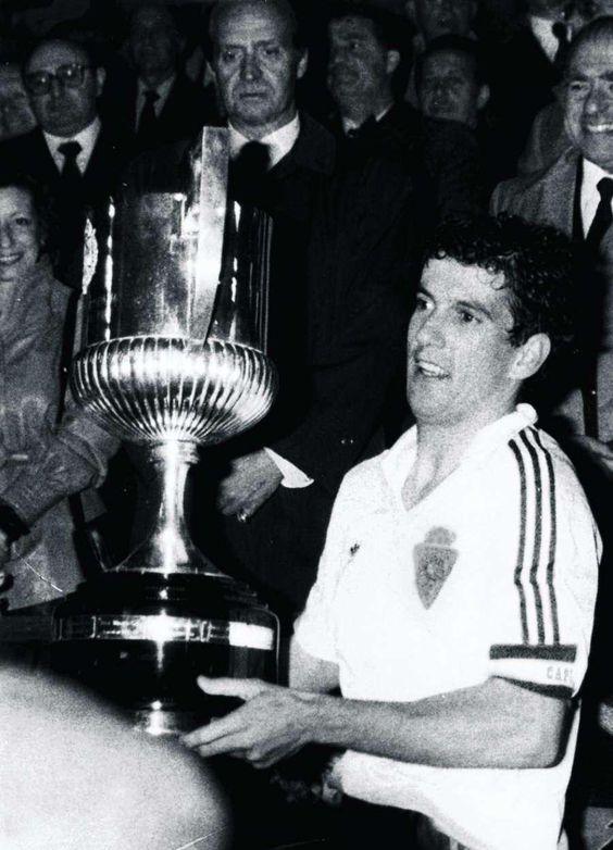 Juan Señor recogiendo la copa del rey temporada 85 86