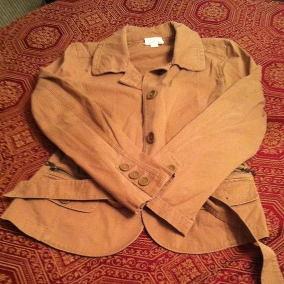 Ann Loft- tan cargo jacket- Size 16 Dress it up or down- it is up to you! Very versatile, durable, stylish. Ideal for fall/winter weather. Ann Taylor Jackets & Coats