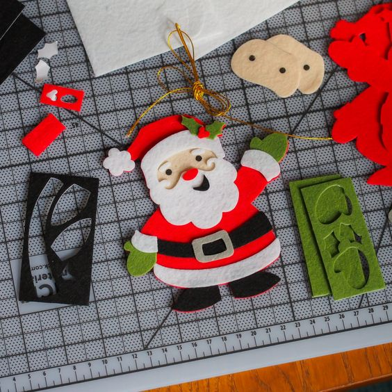 Hello, Santa! Found this cute little felt ornament pack @michaelsstores.