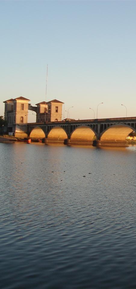 Ponte internacional Brasil-Uruguai, sobre o rio Jaguarão, construída entre 1927 e 1930.