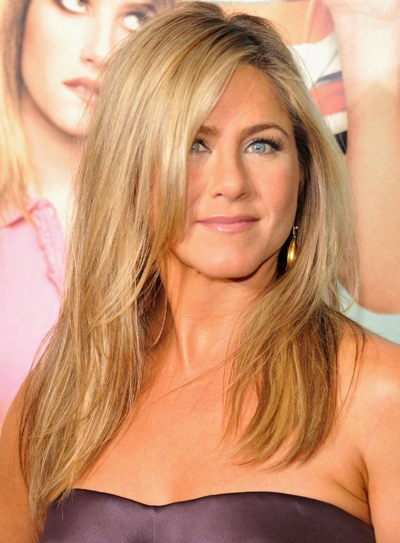 Scheiden tut weh: Jennifer Aniston musste sich von ihrer langen Mähne verabschieden (Bild: Getty)
