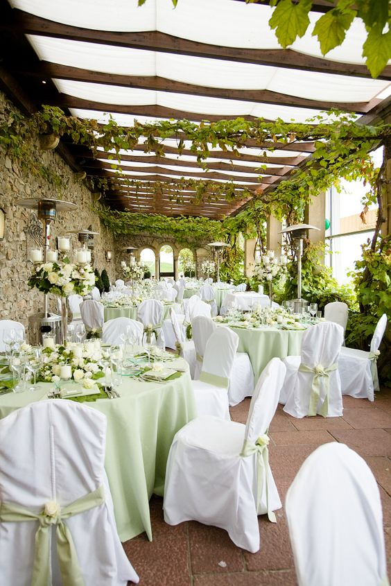 GREEN wedding decoration table leaves flowers roses white menu - Deko Gartenparty Grun