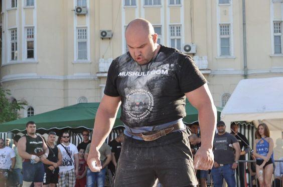 Най- силният българин Стоян Тодорчев с нов световен рекорд в Кьолн