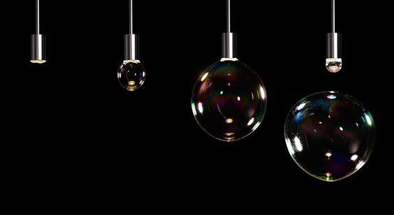 Luminária que faz bolhas de sabão.