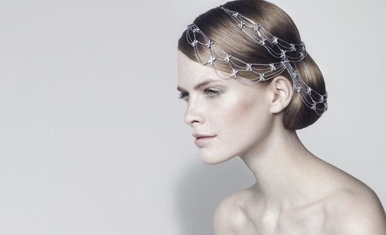 Draped-style for a princess touch with Chaumet Les Liens worn in hair