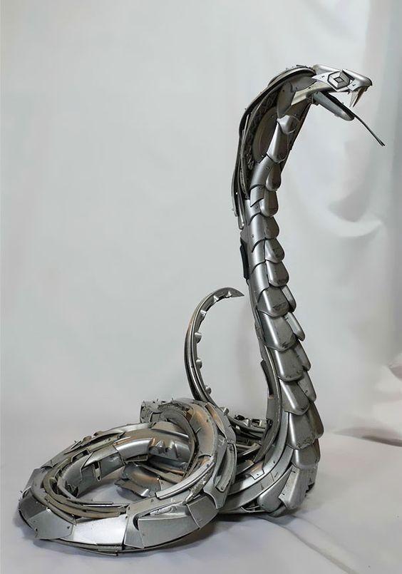 Les enjoliveurs recyclés en oeuvres dart un serpent Des oeuvres d art à partir d enjoliveurs recycles 19