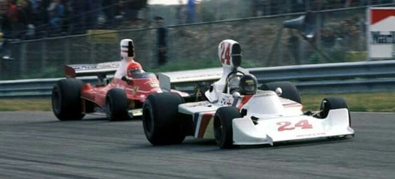 1975 Dutch GP, Zandvoort : Niki Lauda (Ferrari 312T) chasing the winner James Hunt (Hesketh 308B). (ph: en.espn.co.uk)