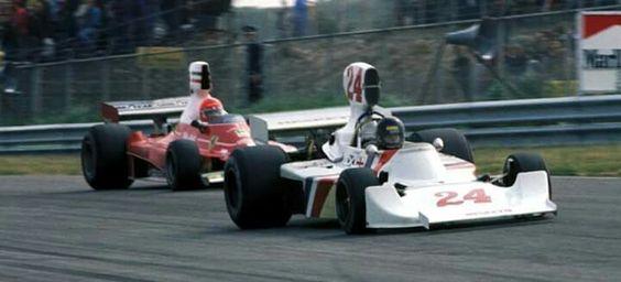 1975 Dutch GP, Zandvoort : Niki Lauda (Ferrari 312T) chasing the winner James Hunt (Hesketh 308B). (ph: en.espn.co.uk)