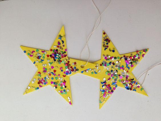 Estrelas feitas em EVA e gliter. Usado para falar das coisas maravilhosas que Deus criou.
