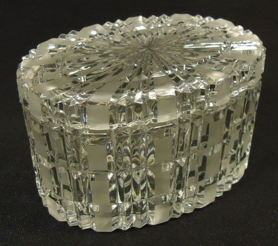 Designer Crystal Oval Box 5in x 4in x 3 1/2in 16-22do Vintage Crystal -- Used
