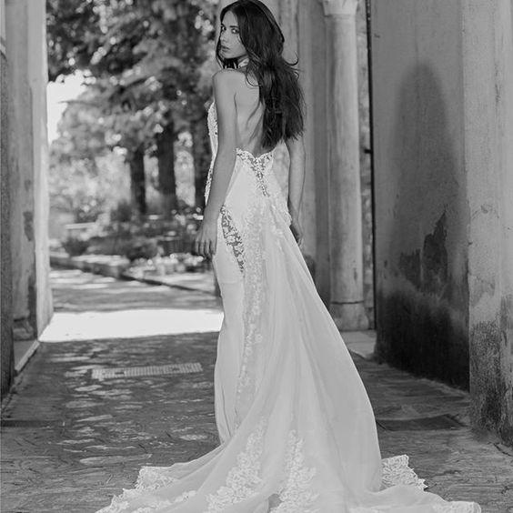 Tagli a sottolineare la figura per un abito mediterraneo... #PinellaPassaro #Sposa #passarosposa #weddingdress #bridal #bride #bridalcouture #madeinitaly #bridetobe #wedding #weddingstyle #weddingday #matrimonio #dettofatto #dettofattorai #salerno #napoli #fashion #instafashion #tv #styleblogger #fashionblogger #sposi #mariage #weddinginspirations #weddingideas #photowedding #instabride #novia