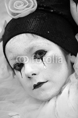 Pierrot makeup