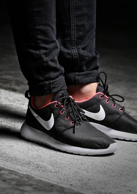 Nike Roshe Run: Black