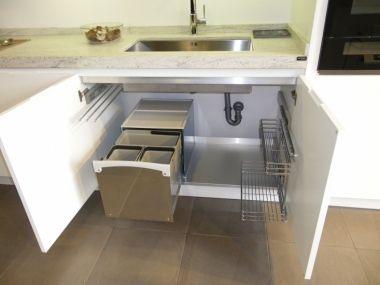Linea 3 cocinas cubos de basura dentro del mueble de - Muebles para fregadero de cocina ...