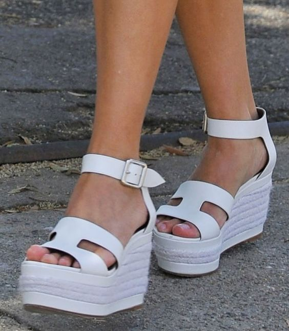 Reese Witherspoon in Hermes wedge sandals